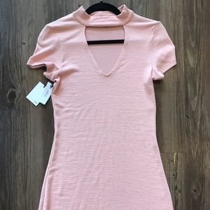 NEW Gorgeous Figure-Hugging Peach Dress